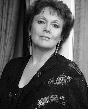 Della Jones Mezzo Soprano